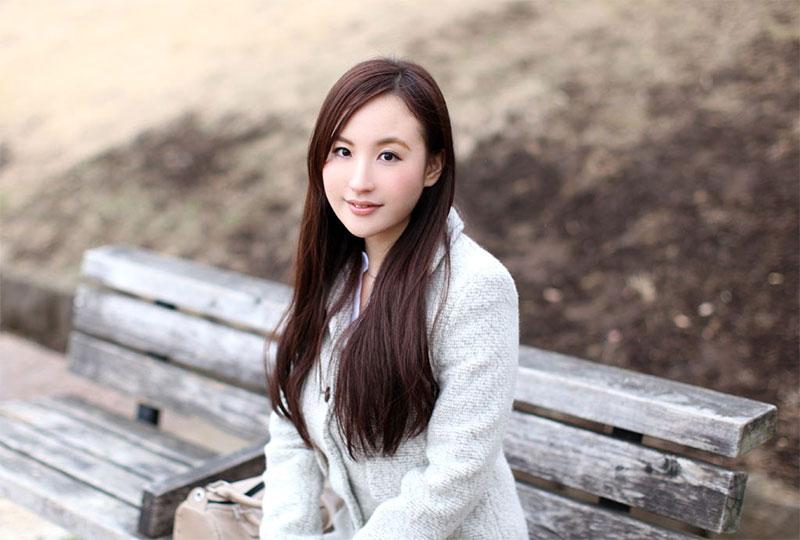 冴島かおり〜美貌と美乳の謎めいたAV女優