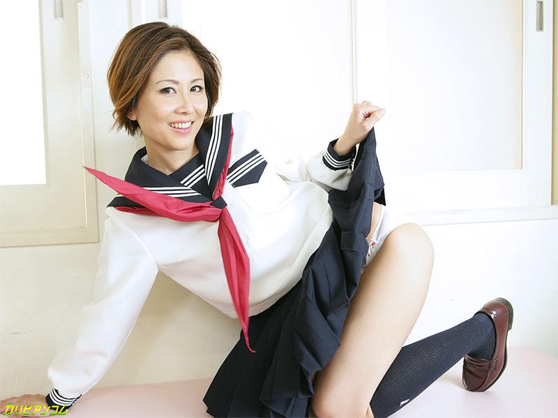 【コスプレ熟女】女子校生の制服を着た熟女のエロ行為